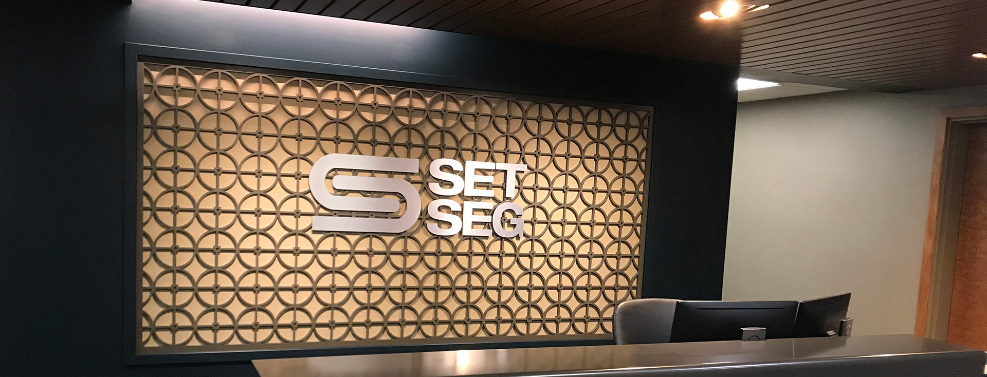 set seg logo on wall